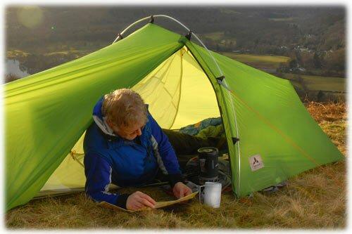 Приготовление еды в тамбуре палатки